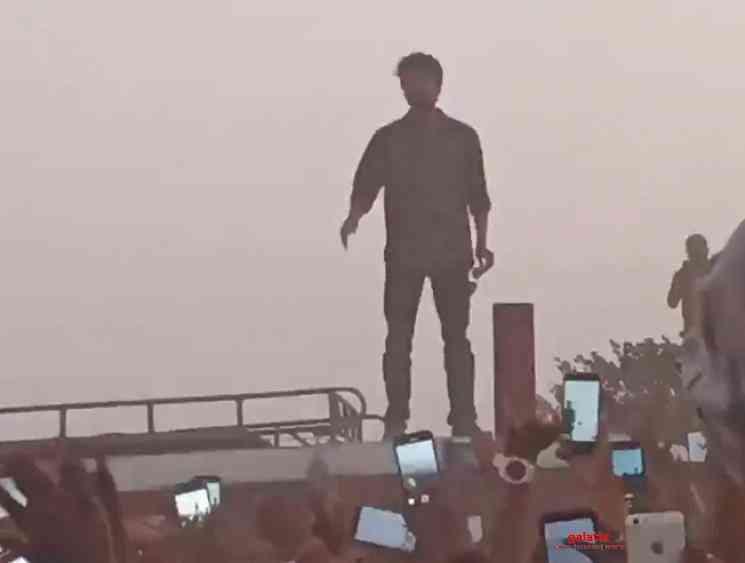 Vijay takes a selfie with 1000 fans at Master shooting spot - Tamil Movie Cinema News
