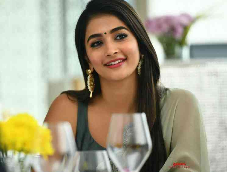 Pooja Hegde confirms that Prabhas 20 is a period romantic drama - Tamil Movie Cinema News