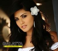 Tusshar Kapoor to romance Sunny Leone!