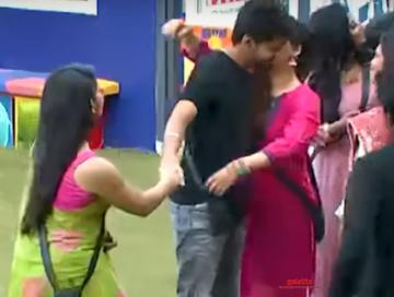 Bigg Boss 3 Losliya dance Vijay Sachein movie Vaadi Vaadi song