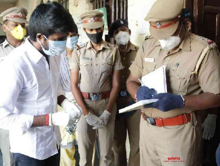 Soori gets autographs of police officers who work during lockdown - Tamil Movie Cinema News