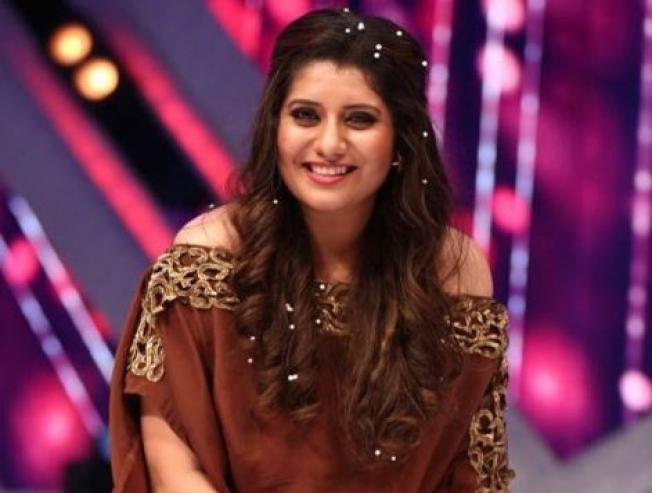 Vijay TV fame VJ Priyanka Deshpande Makes Her Singing Debut In Devarattam Song Madura Palapalakkuthu