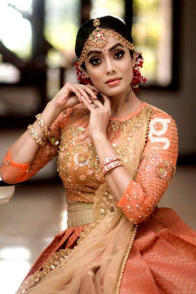 Abhirami Venkatachalam - Tamil Actress Photoshoot Images Pictures