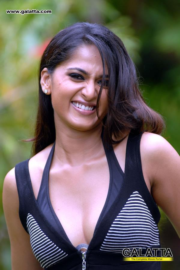 Anushka Shetty Hot, Sexy And Spicy Pics, Stills, Images -6792