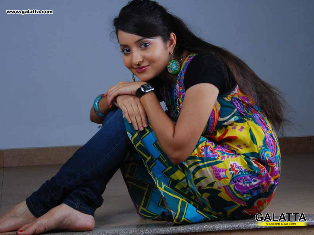 bhama wallpapers medium 27 - kannada actors, kannada actresses