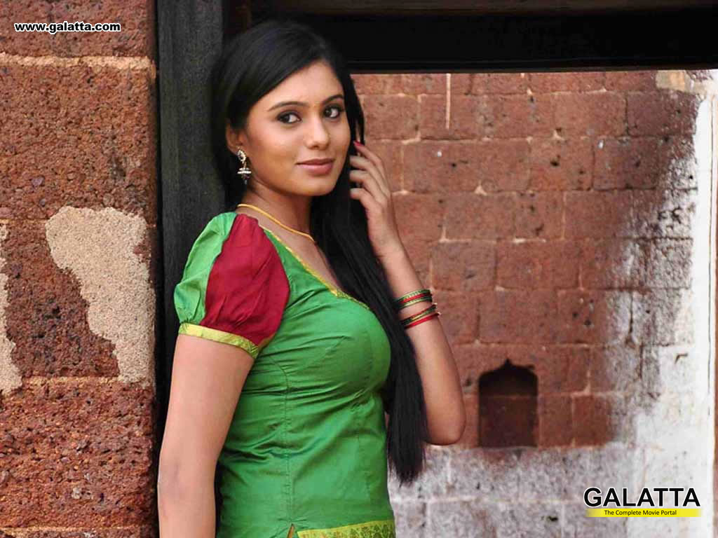 deepa sannidhi wallpapers medium 2 - kannada actors, kannada