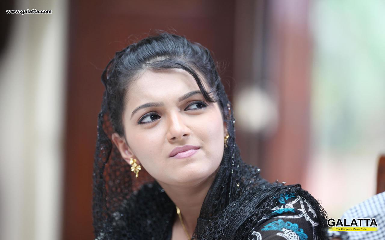 saranya mohan wallpapers wide 10 - tamil actors, tamil actresses