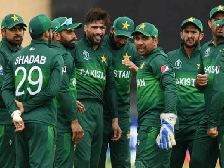 Shocking: 3 leading Pakistan Test Cricketers test COVID positive!