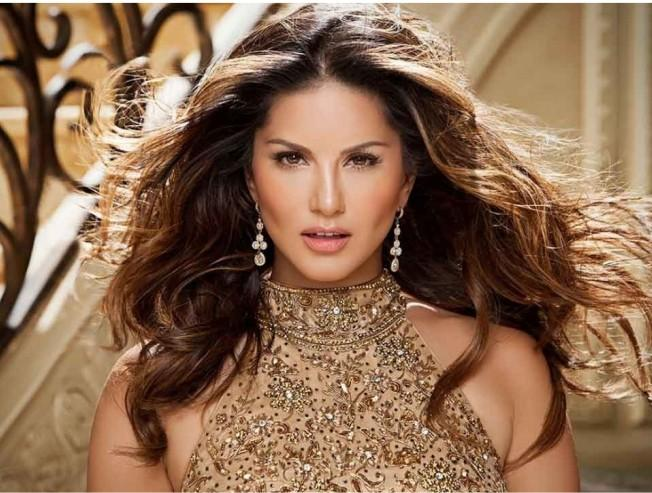 SUNNY LEONE GETS INTO TROUBLE! HERE'S WHAT HAPPENED...